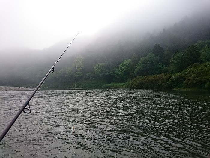 雨の日は釣れるのか